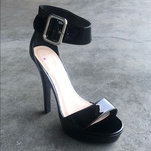 Delicious Women's Ankle Strap Platform Heels Black